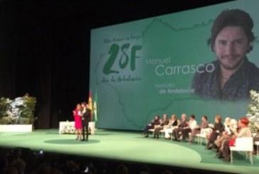 Un emocionado Manuel Carrasco recibe la Medalla de Andalucía