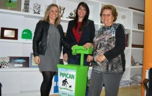 El Ayuntamiento de Isla Cristina firma un convenio de colaboración con la empresa East West para la recogida y reutilización de aceite doméstico usado.