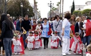 Los pequeños de la E.I. 'La Higuerita' protagonistas de una particular procesión