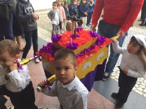Los pequeños de la Escuela Infantil Municipal 'Nuestra Señora del Rosario' salen en procesión