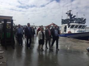 El Consejero de Fomento visita la Lonja Pesquera de Isla Cristina