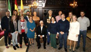 La familia López Sánchez dona al pueblo isleño un busto de Manuel López Murlans realizado por el escultor Carlos Silva
