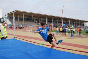 Uno de los participantes en salto de altura