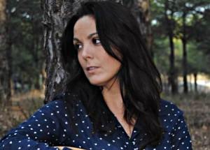 La cantautora isleña Alba Casado presentará su disco 'Blancas' en Huelva