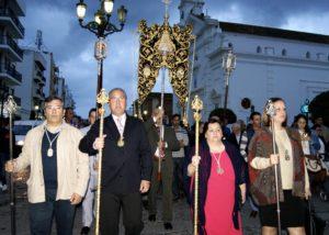 El Simpecado de la Hermandad del Rocío de Isla Cristina ya luce en su carreta