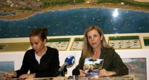 La Delegación Municipal de Medio Ambiente isleña presenta el material promocional que entregará a los visitantes este verano