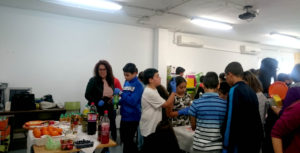 El Ayuntamiento isleño organiza unos talleres de elaboración de cócteles sin alcohol destinados a los jóvenes