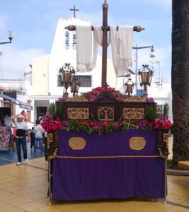 Una de las Cruces del Desfile