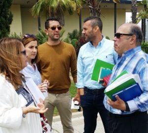 La alcaldesa isleña cumple su amenaza y expulsa del pleno al portavoz andalucista y al representante de afectados por el ERE