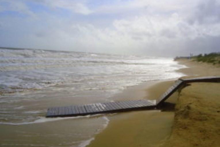 Desperfectos en las playas de Isla Cristina por el temporal