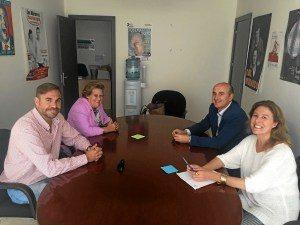 La alcaldesa de Isla Cristina y el alcalde de Lepe se reúnen con representantes del Hotel Asur