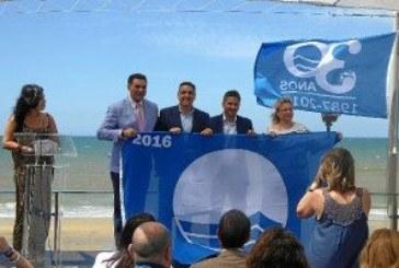 Islantilla recoge su bandera azul