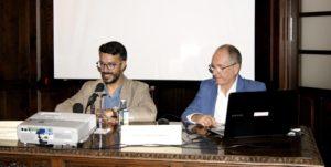 Conferencia de Vicente López Márquez en isla, con motivo del Centenario de la Casa Román Pérez