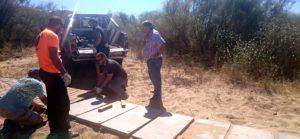 El Ayuntamiento de isla coloca pasarelas de hormigón para acabar con los actos vandálicos