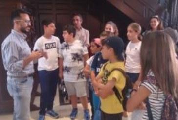 """Alumnos del CEIP """"Virgen del Carmen"""", de Punta del Moral, conocen Isla Cristina de la mano del Delegado de Patrimonio"""