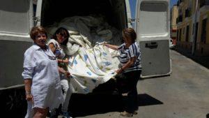 El Hotel Barceló de isla entrega 160 cortinas para los Servicios Sociales y el Comedor Solidario