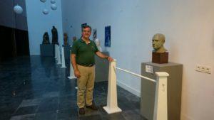 Las obras de Carlos Silva y las maquetas de José Zamudio al público en una exposición instalada en el Garum