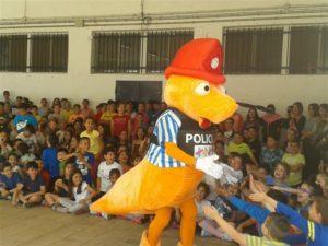 La mascota de los Juegos Europeos de Policías y Bomberos visita los colegios isleños