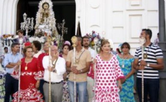 Isla Cristina adorna con flores a la Virgen del Carmen
