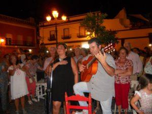 Noche mágica de Maribel ante el Simpecado de la Hermandad del Rocío de Isla Cristina