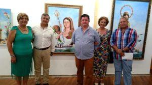 El Primer Teniente de Alcalde, Francisco Gonzales junto al pintor, la Hermana Mayor de la Hermandad y el tecnico de Cultura