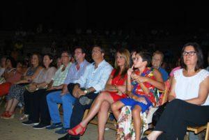 En primer término, la viuda de Pardo Penalva, Josefa Garrido, junto a las autoridades locales