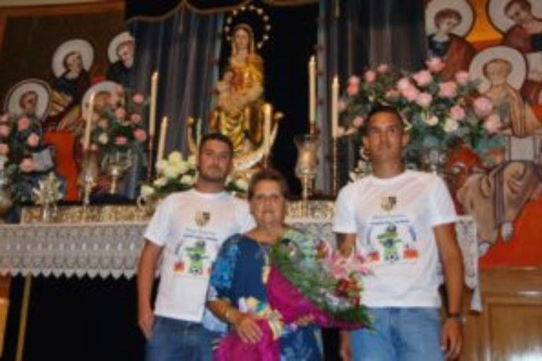 La U.D. Punta del Caimán ofrenda a la Virgen del Mar antes de las fiestas