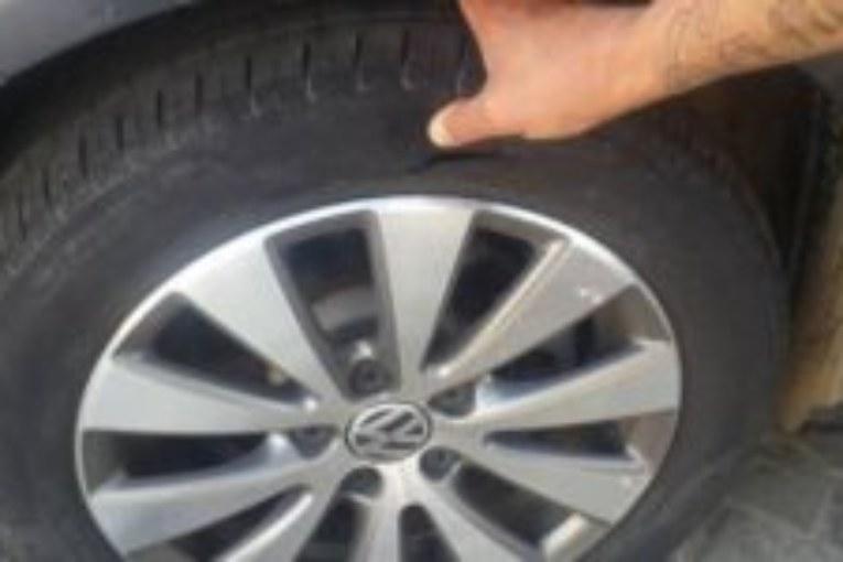 Atacan el coche de un trabajador del Ayuntamiento de Isla Cristina