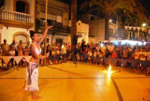 Un espectáculo de música y fuego amenizó el final del recorrido oficial