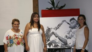 Joyerías Karin Coll entrega a ASIDEM un cheque con parte de lo recaudad en la VI Noche Dorada