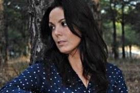 La cantautora isleña Alba Casado en La Salve de la Hermandad del Rocío de Isla Cristina