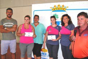 el-concejal-de-deportes-natanael-lopez-hace-entrega-del-primer-y-segundo-premio-femenino