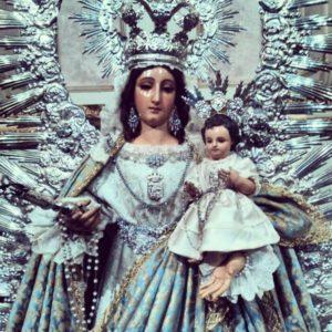 Traslado en Isla Cristina de Nuestra Señora del Rosario a su altar de Novena