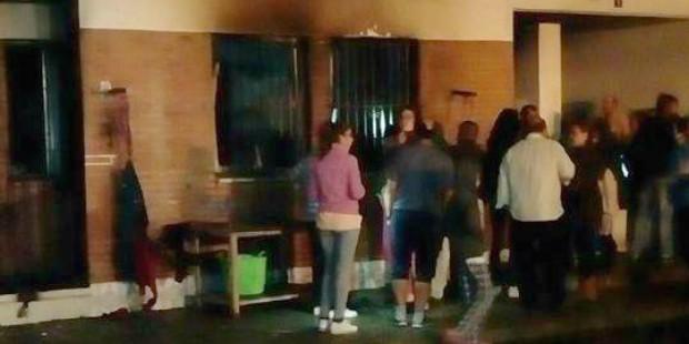 Desalojado en Isla Cristina un bloque de viviendas tras un incendio