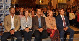 las-autoridades-y-la-directora-de-la-coral-polifonica-isla-cristina-anoche-en-el-concierto-de-clausura-del-festival