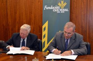 Convenio de colaboración para atender las necesidades de agricultores y cooperativas de la provincia