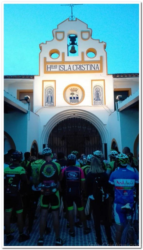 Ciclistas de Isla Cristina y Portugal peregrinaron al Rocío en Bicicleta