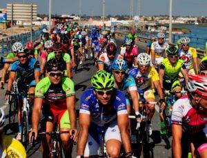 ciclistas-famosos-y-aficionados-pedalearan-juntos-en-la-jose-canavate