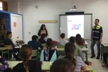 El Ayuntamiento de Isla Cristina imparte unos talleres al colectivo juvenil para prevenir la Violencia de Género