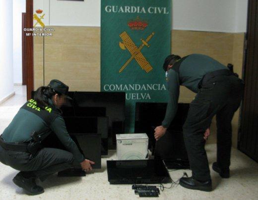 La Guardia Civil de Huelva ha detenido a cuatro personas tras una oleada de robos en viviendas de la Antilla e Islantilla