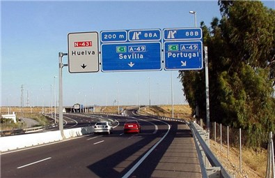 El ministro del Interior presenta el dispositivo especial de Tráfico para el puente festivo de la Constitución y la Inmaculada