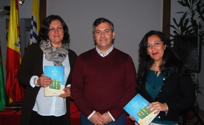 "Se presenta en Isla Cristina el libro infantil ""La Maleta Verde"""
