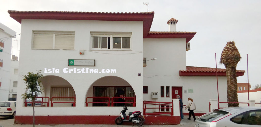 La Junta desarrolla un programa de modernización en el centro para personas mayores de Isla Cristina