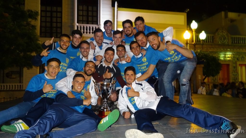 El Isla Cristina FC recibe la Copa de Campeón