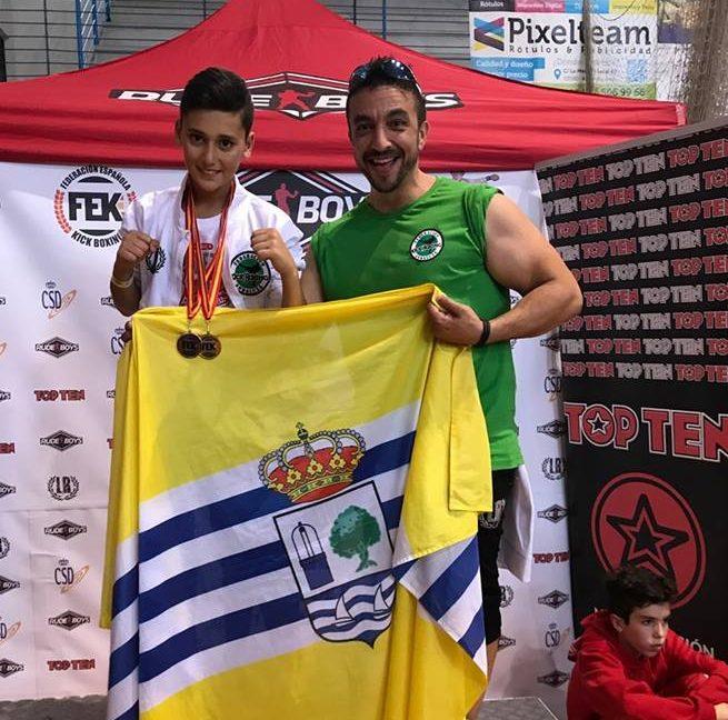 El luchador isleño Daniel Rodríguez González, oro en Kick light, y bronce en light contact