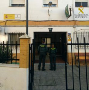 Arrestan a un varón e investigan a otro por el intento de robo en un concesionario de coches en Isla Cristina