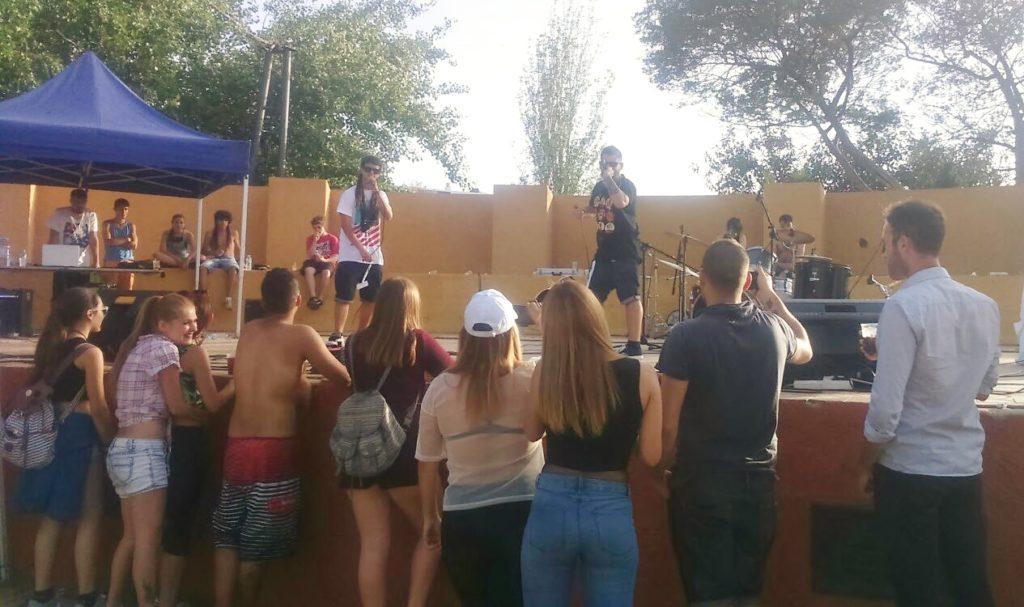 Medio millar de jóvenes disfrutaron de la II Fiesta de la Primavera de Isla Cristina