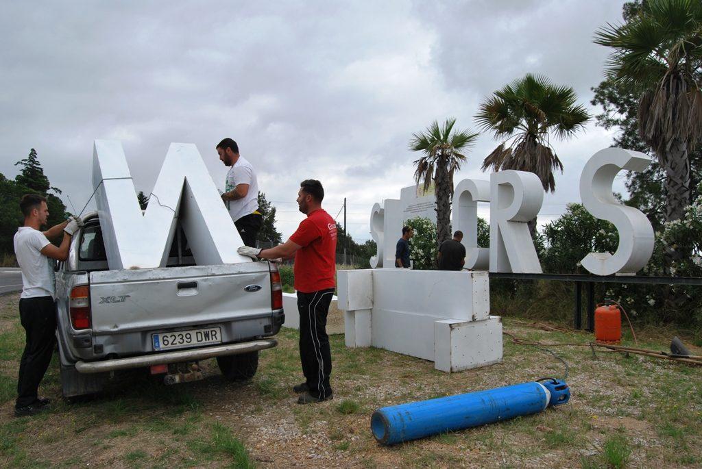 Retiran las letras de bienvenida de la entrada de Isla Cristina