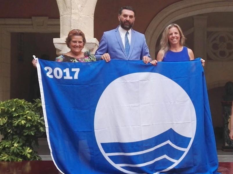 Recogidas las Banderas Azules de Isla Cristina