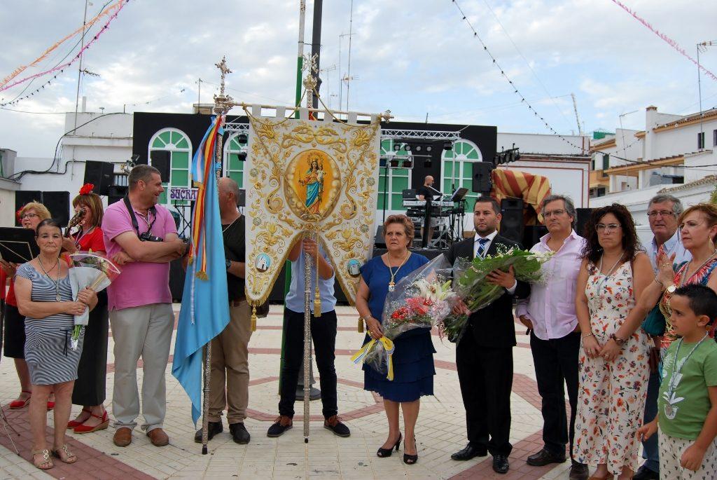 El ayuntamiento de Isla Cristina ofrenda flores a María Auxiliadora